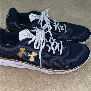 Men's under armour sneaker shoes size 11 EUC SPINE